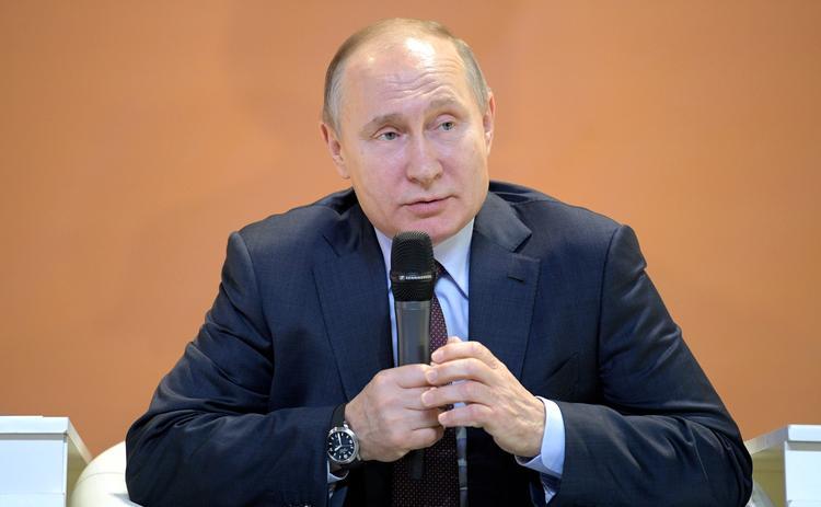 """Путин: """"Я видел фотографии свои, где я скачу на медведе"""""""
