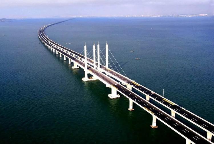 Прошло тестирование освещения автодороги на Крымском мосту