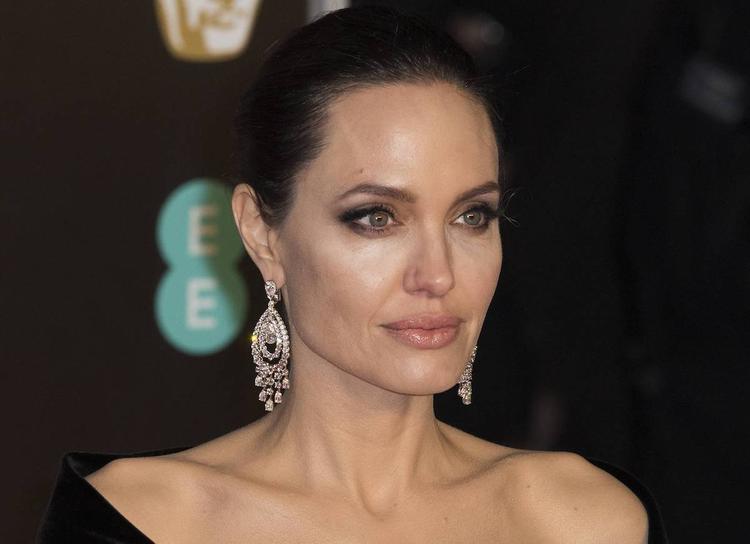 СМИ: Анджелину Джоли обнаружили без сознания в собственном доме