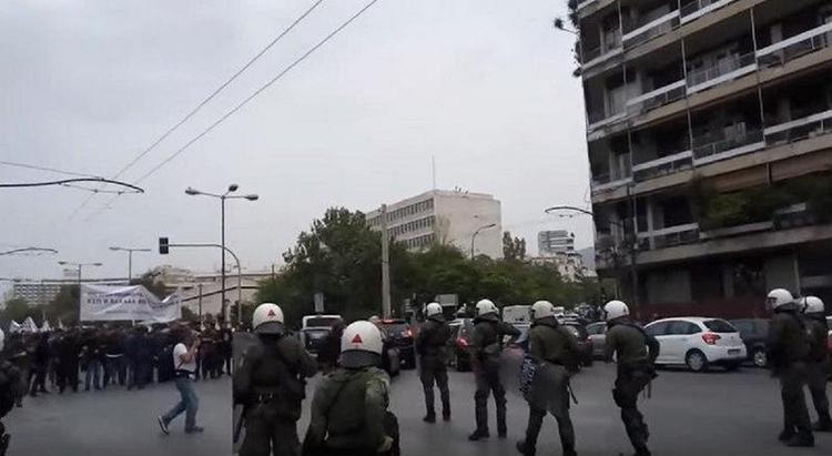"""В Греции митингующие против ударов по Сирии """"напали"""" на Трумэна"""