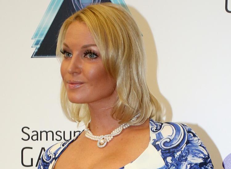 Анастасия Волочкова нарастила волосы, но поклонники снова недовольны