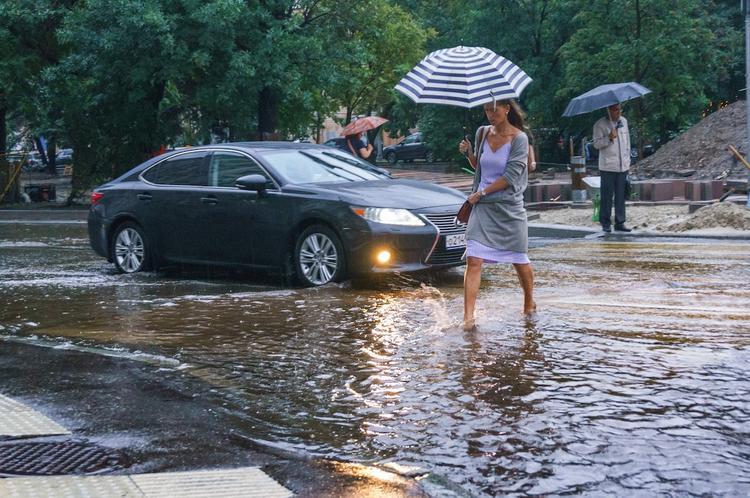 Гроза и шквалистый ветер обрушатся на Москву через пару часов