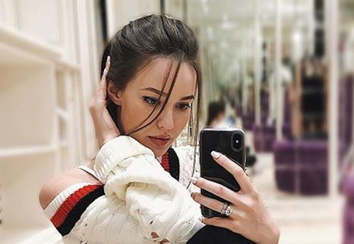 Беременную жену футболиста Тарасова обвинили в безвкусице