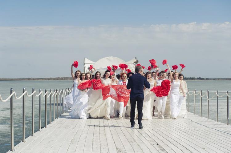 В Тюмени  прошел парад невест