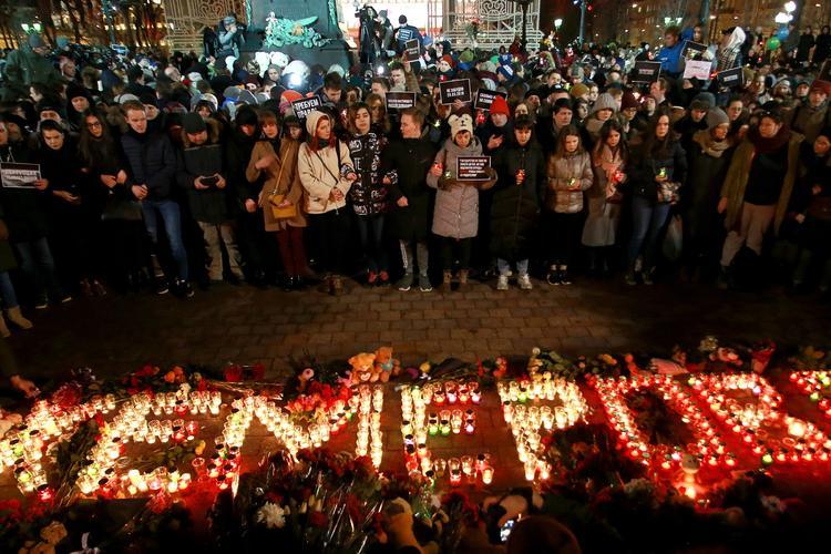 """Сегодня поминают погибших при пожаре в кемеровском ТЦ """"Зимняя вишня"""""""