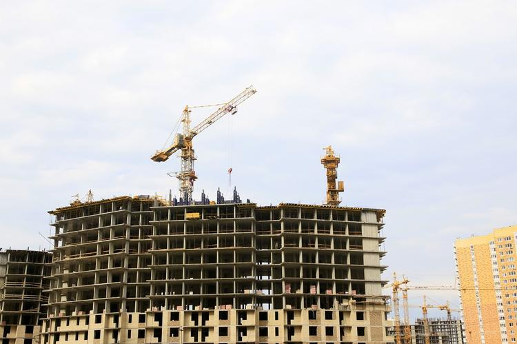 В каких регионах России самое дорогое и дешевое жилье