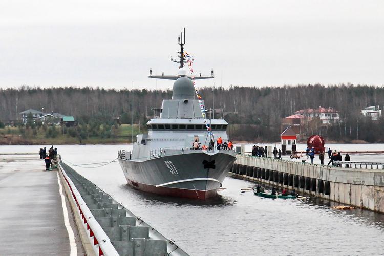 """В Санкт-Петербурге спустили на воду малый ракетный корабль """"Шквал"""""""