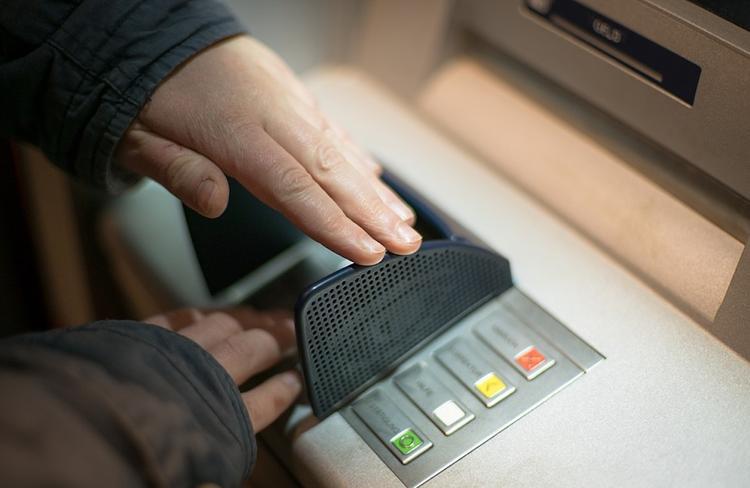 Из банкомата в центре Москвы похитили полмиллиона рублей