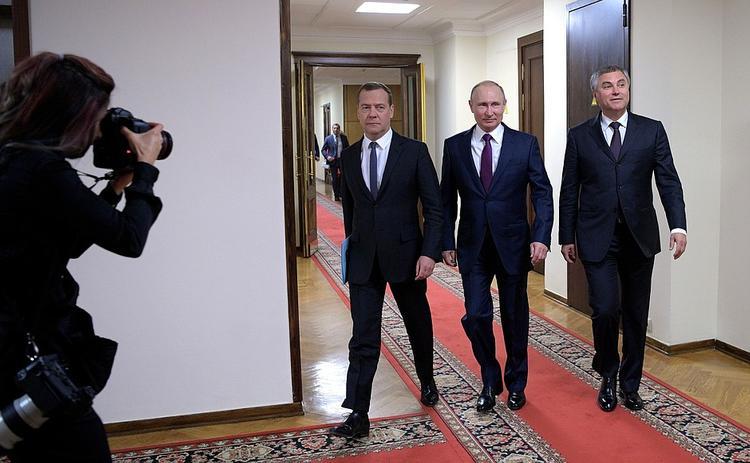 Путин свои указом назначил Медведева  председателем правительства России