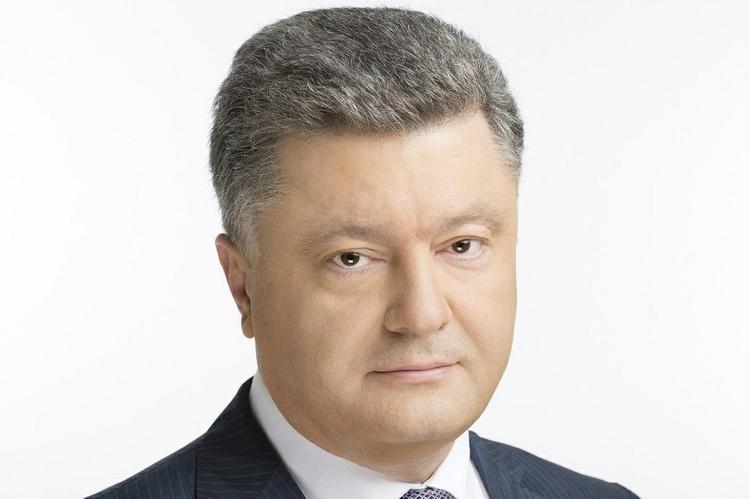 Киев победит в Донбассе не только военными средствами, заявил Порошенко
