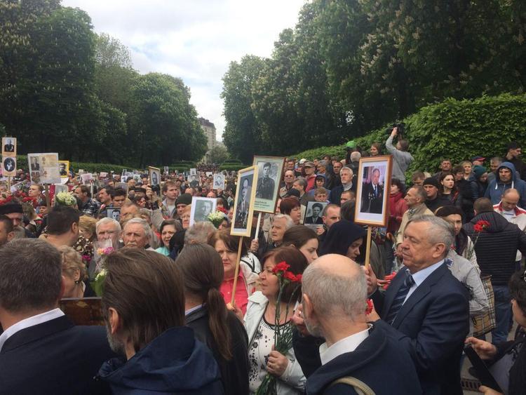 В Киеве началось шествие «Бессмертного полка»