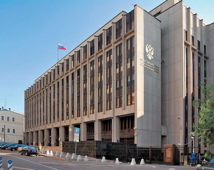 """В Совфеде назвали безнравственным заявление Порошенко о """"Бессмертном полке"""""""