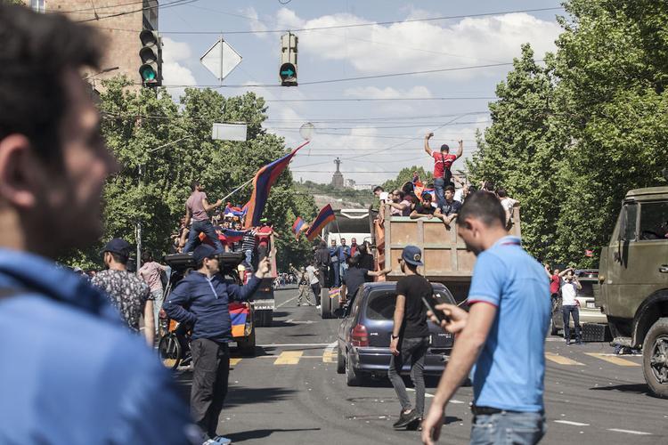 Активисты, требующие отставки мэра Еревана, перекрыли одну из улиц города