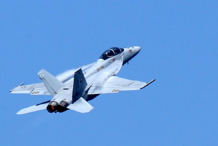 У американского летчика в небе над Сирией случился приступ удушья
