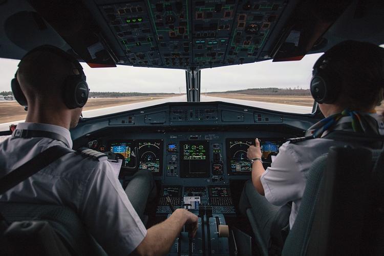 В ходе полета в кабине пилотов самолета китайской авиалинии разбилось стекло