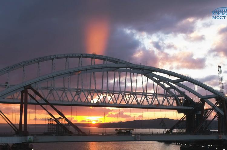 Названа дата открытия автомобильного движения по Крымскому мосту