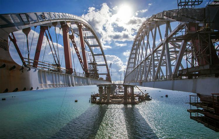 Кот Мостик проинспектировал Крымский мост и дал добро на запуск движения