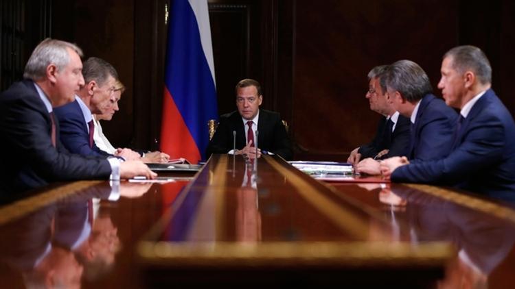 Сегодня Медведев представит новое правительство Путину
