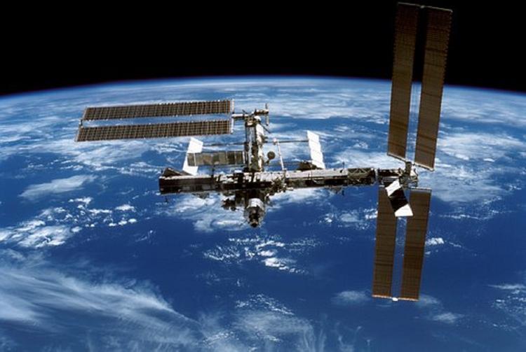 Камера МКС сняла старт с Земли двух НЛО