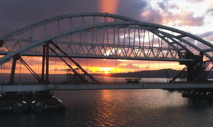 По Крымскому мосту за несколько часов работы проехали около 5 тысяч машин