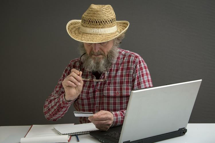 Алчный мастер испортил ноутбук пенсионеров