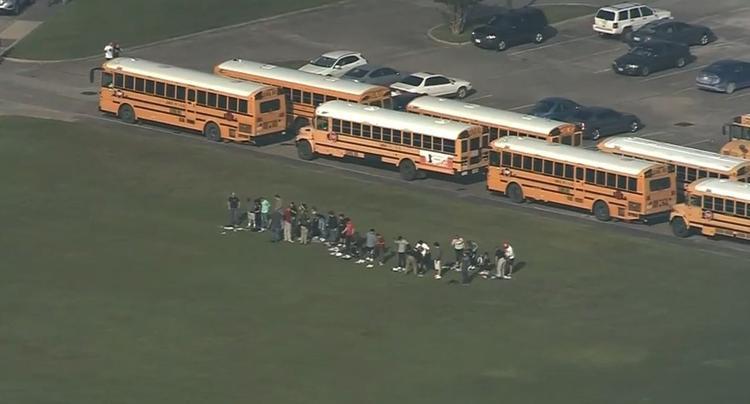 В школе Техаса произошла стрельба