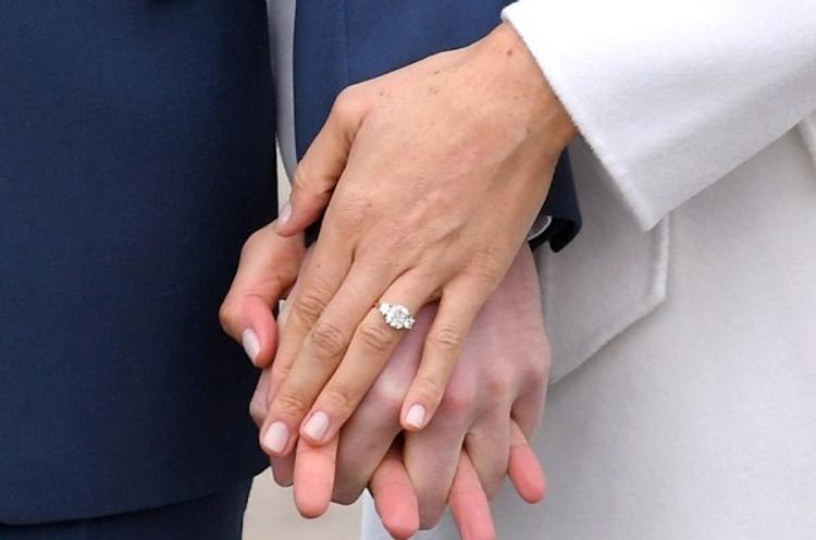 Принц Гарри подарил Меган Маркл кольцо своей мамы принцессы Дианы