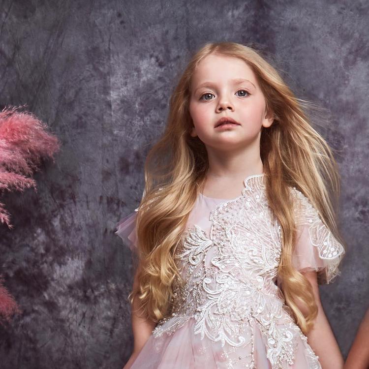 Дочка Пугачевой и Галкина Лиза умело манипулирует звездным отцом