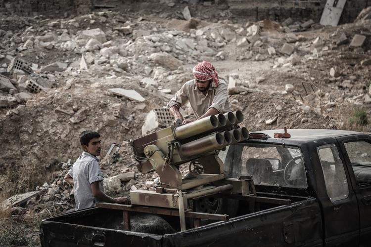 Уничтожение завода исламистов в сирийском Идлибе снял на видео российский дрон