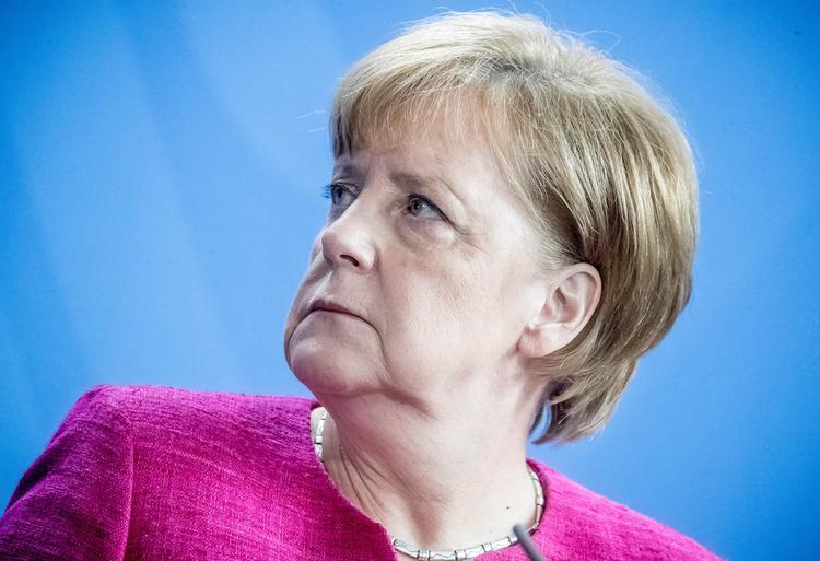 Глава МВД Германии о Меркель: я больше не могу работать с этой женщиной