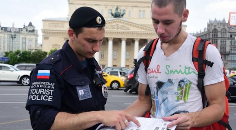 Как обнять полицейского и не сесть в тюрьму?