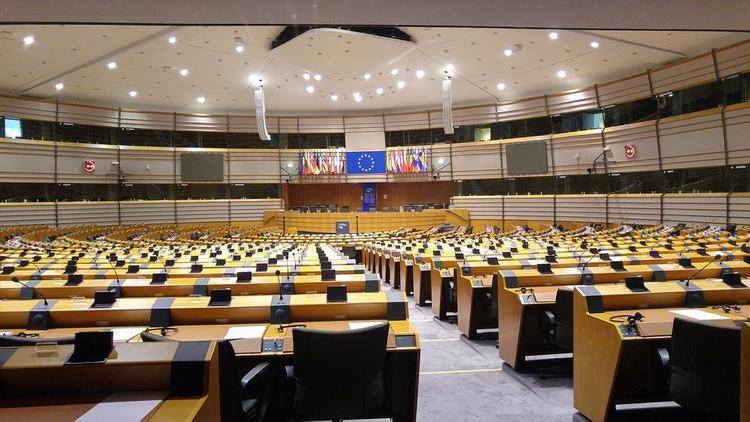 В Европарламенте назвали безумным закон об образовании в Латвии