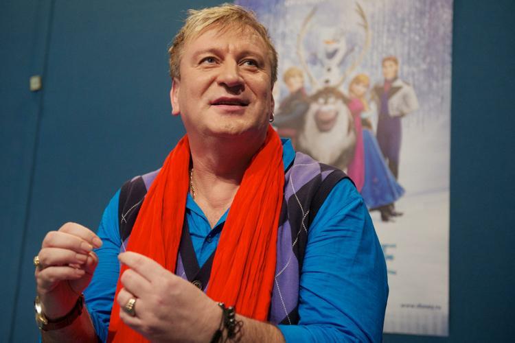 Уснувшего на скамейке в  Москве певца обокрали на крупную сумму