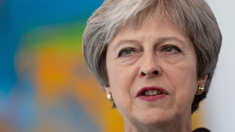 Тереза Мэй пригрозила отправить правительство в отставку