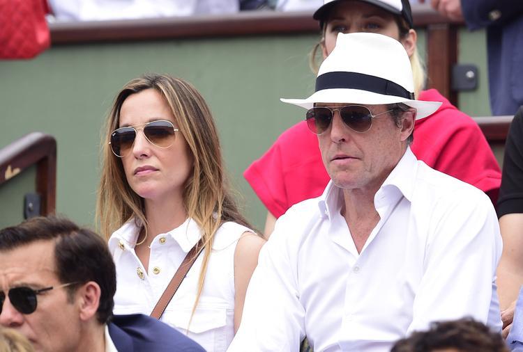 Актер Хью Грант сообщил, что взял в заложники свою жену и детей из-за футбола