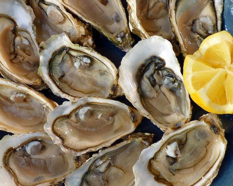 Медики советуют, от каких продуктов отказаться на зарубежных курортах