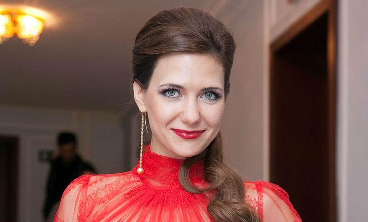 Актриса Екатерина Климова  показала спину в синяках