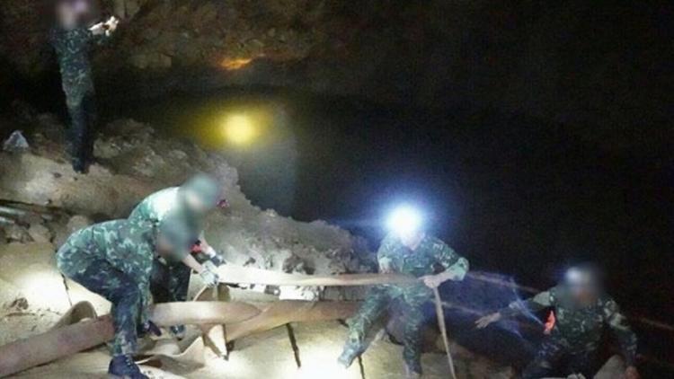 Родителям мальчиков из пещеры в Таиланде запретят их целовать и обнимать