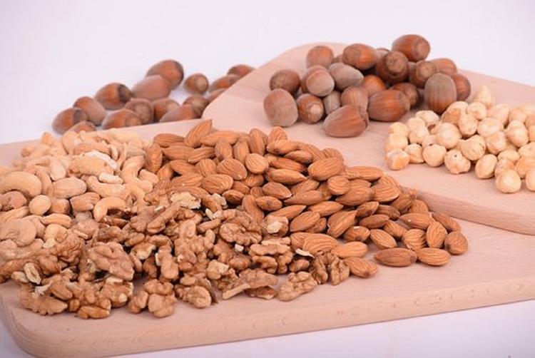 Ученые доказали, что зачать ребенка помогут орехи