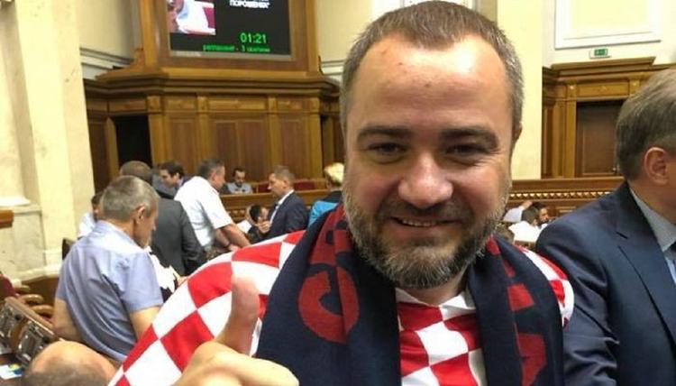 Президент Федерации футбола Украины пришел в Раду в футболке сборной Хорватии