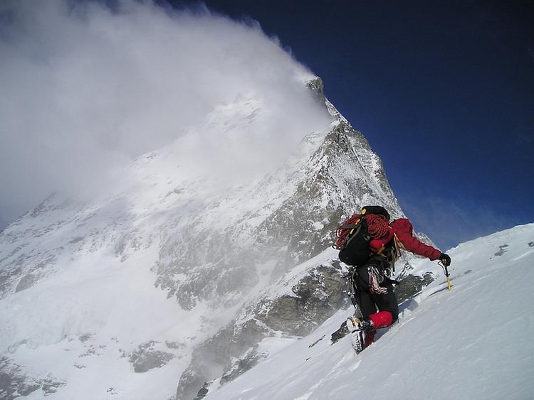 В сети появились снимки российского альпиниста, спасенного в Пакистане