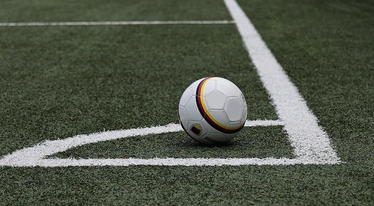 Ученые сообщили, что женщинам не рекомендуется играть в футбол