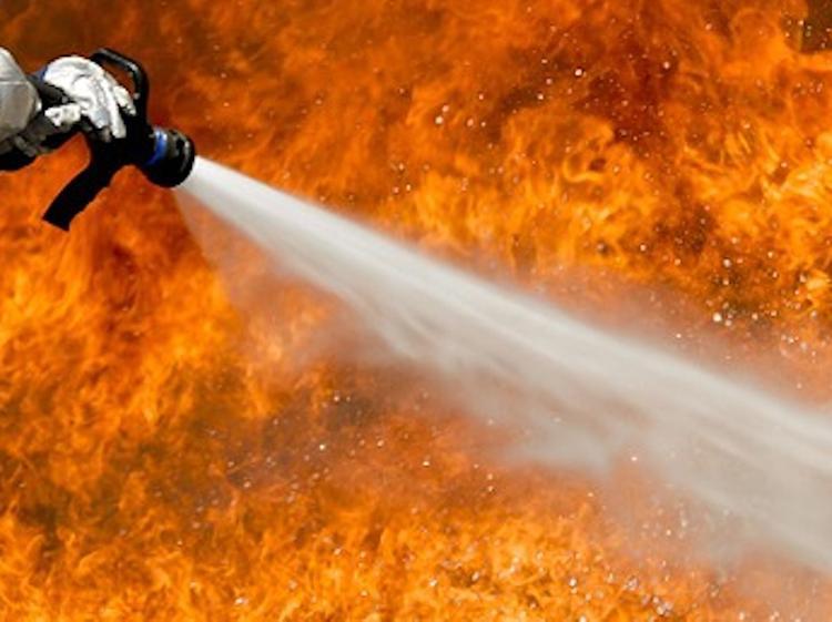 Экскурсионный автобус сгорел в Санкт-Петербурге