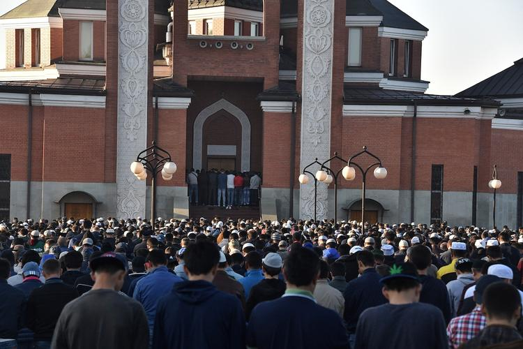 Мусульмане всего мира во вторник празднуют Курбан-байрам