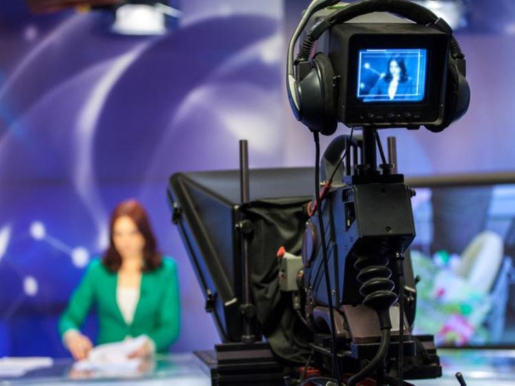 Журналистка упала обморок во время прямого эфира с министром Мантуровым