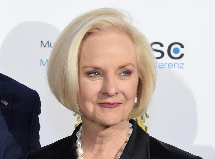 СМИ: супруга Джона Маккейна может занять его кресло в сенате