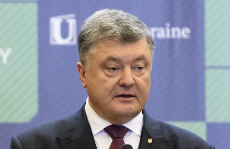 """Порошенко: Россия уже начала """"вмешиваться"""" в выборы на Украине через соцсети"""