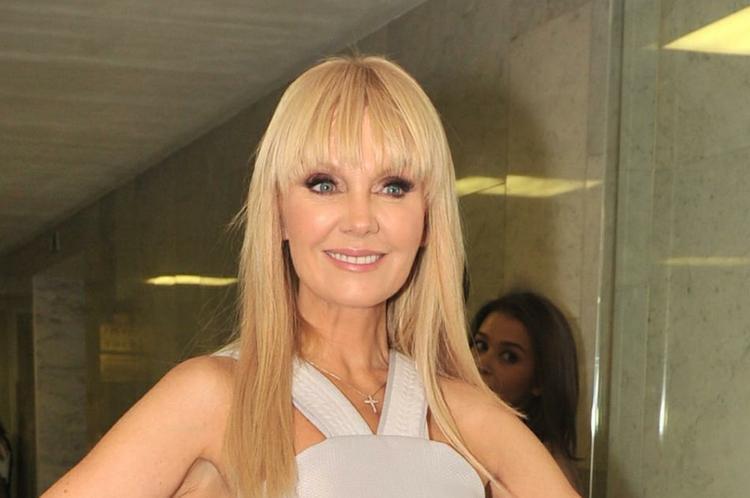 Идеальное лицо 50-летней певицы Валерии привело фанатов в восторг
