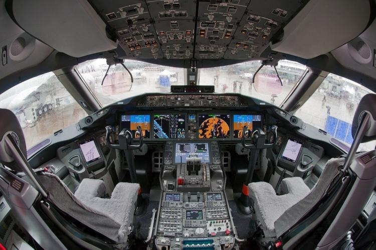 В Сеть попала запись перговоров пилотов загоревшегося  Boeing и диспетчеров Сочи