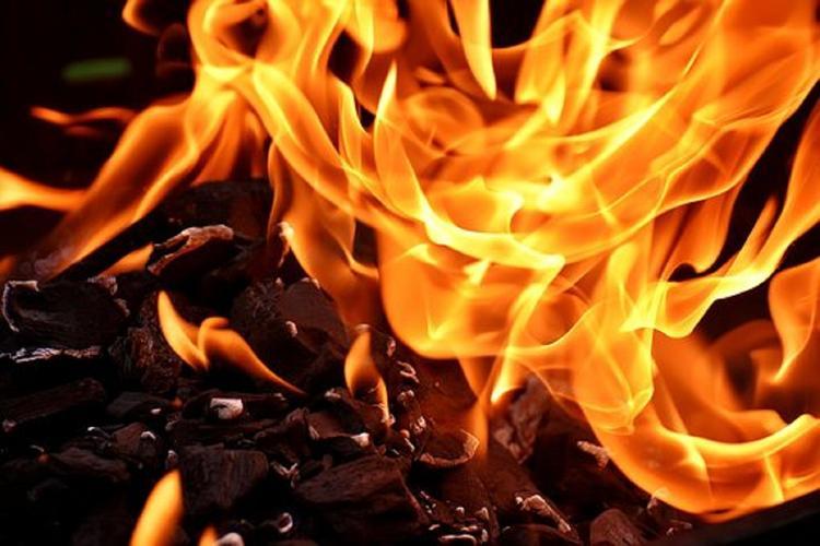При пожаре в жилом доме на западе Москвы погиб человек, двое пострадавших